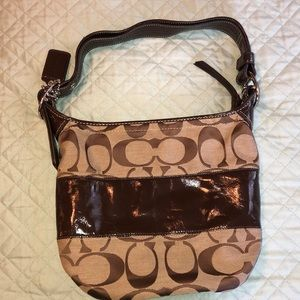 EUC. Signature Coach shoulder/crossbody bag